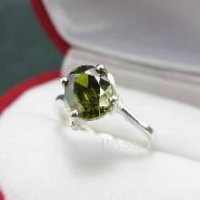 แหวนพลอยเขียวส่อง พลอยสีเขียวมะกอก แหวนเงินแท้ ฝังพลอยเขียวส่อง