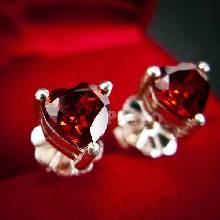 ต่างหูพลอยโกเมน สีแดงก่ำ รูปหัวใจ ต่างหูเงินแท้ ฝังพลอยโกเมน สีแดงก่ำ เจียรหัวใจ