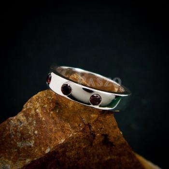 แหวนพลอยโกเมน สีแดงก่ำ แหวนเงินเกลี้ยง #2