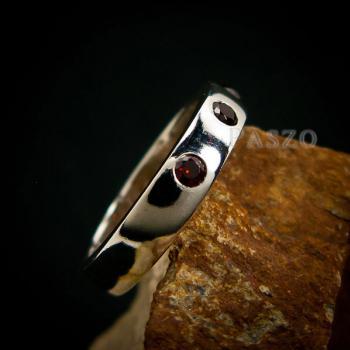 แหวนพลอยโกเมน สีแดงก่ำ แหวนเงินเกลี้ยง #4