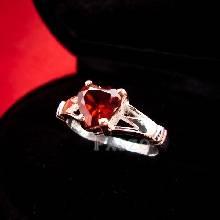 แหวนพลอยโกเมน พลอยรูปหัวใจ แหวนเงินแท้ ฝังพลอยโกเมน สีแดงก่ำ รูปหัวใจ