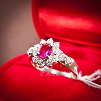 แหวนพลอยทับทิม พลอยสีแดง ล้อมรอบด้วยเพชร #3