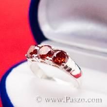 แหวนพลอยโกเมน สีแดงก่ำ เม็ดกลม 3 เม็ด ฝังเรียงบนตัวแหวนเงิน