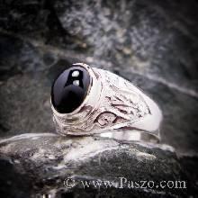 แหวนผู้ชาย แหวนทรงมอญเล็ก แกะลาย ฝังพลอยนิล เจียรหลังเบี้ย แหวนเงินแท้