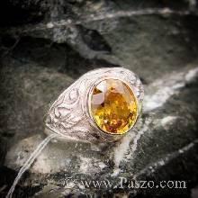 แหวนพลอยทรงมอญ แกะลาย เล็ก ๆ สำหรับผู้ชาย ฝังพลอยบุษราคัม สีเหลืองน้ำผึ้ง