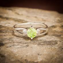 แหวนเพริด๊อต แหวนพลอยสีน้ำมะนาว แหวนพลอยสีเขียวอ่อน เม็ดกลม เม็ดเดี่ยว แหวนเงินแท้