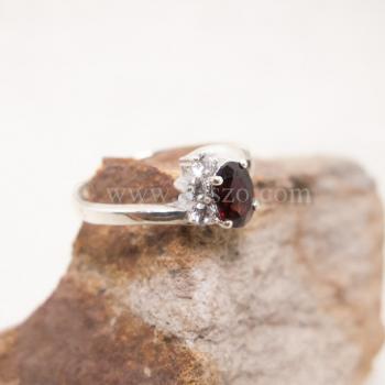 แหวนโกเมน แหวนพลอยสีแดงก่ำ ประดับเพชร #2