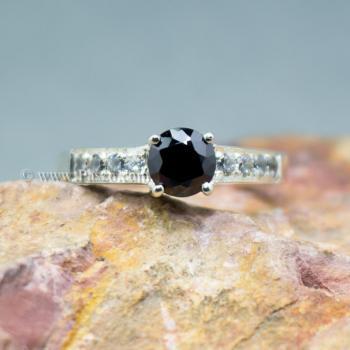 แหวนนิล เม็ดกลม บ่าฝังเพชร #3