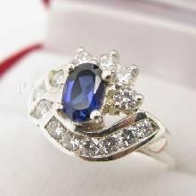 แหวนไพลิน  แหวนเงินแท้ฝังพลอยไพลิน พลอยสีน้ำเงิน ล้อมเพชร