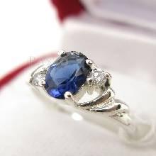 แหวนไพลิน แหวนเงินแท้ฝังพลอยไพลิน พลอยสีน้ำเงิน ประดับเพชรน้ำงาม