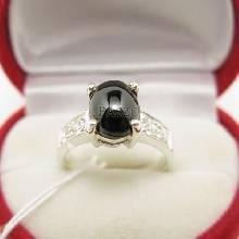 แหวนนิล ฝังเพชรบ่าข้าง ตัวเรือนแหวนเงินแท้ 925