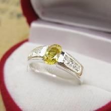 แหวนบุษราคัม พลอยสีเหลือง บ่าเพชร แหวนเงินแท้ แหวนขนาดกลาง