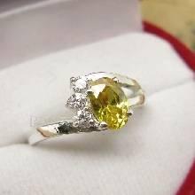 แหวนพลอยบุษราคัม พลอยสีเหลือง บ่าฝังเพชร แหวนเงินแท้ 925