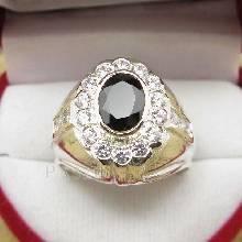 แหวนผู้ชาย ฝังนิล ล้อมรอบด้วยเพชร ตัวแหวนเงินแท้925