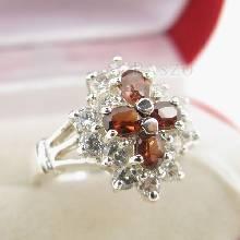 แหวนพลอยโกเมน สีส้ม ล้อมด้วยเพชร ตัวแหวนเงินแท้ 925